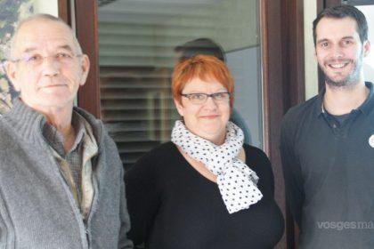 Article de Vosges Matin au sujet du nouveau site internet de la commune d'Etival. Le maire Christian Fégli, Catherine Georgel et Sylvain Barlier, créateur du site